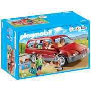 Foto van Playmobil Family Fun Family Car with Trailer Hitch (9421)